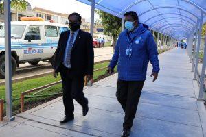 Sr. Rector haciendo Coordinaciones con Essalud
